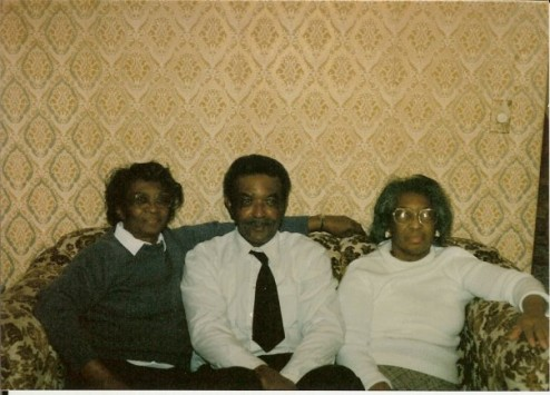 Frank Nervis Sr and his two sisters.